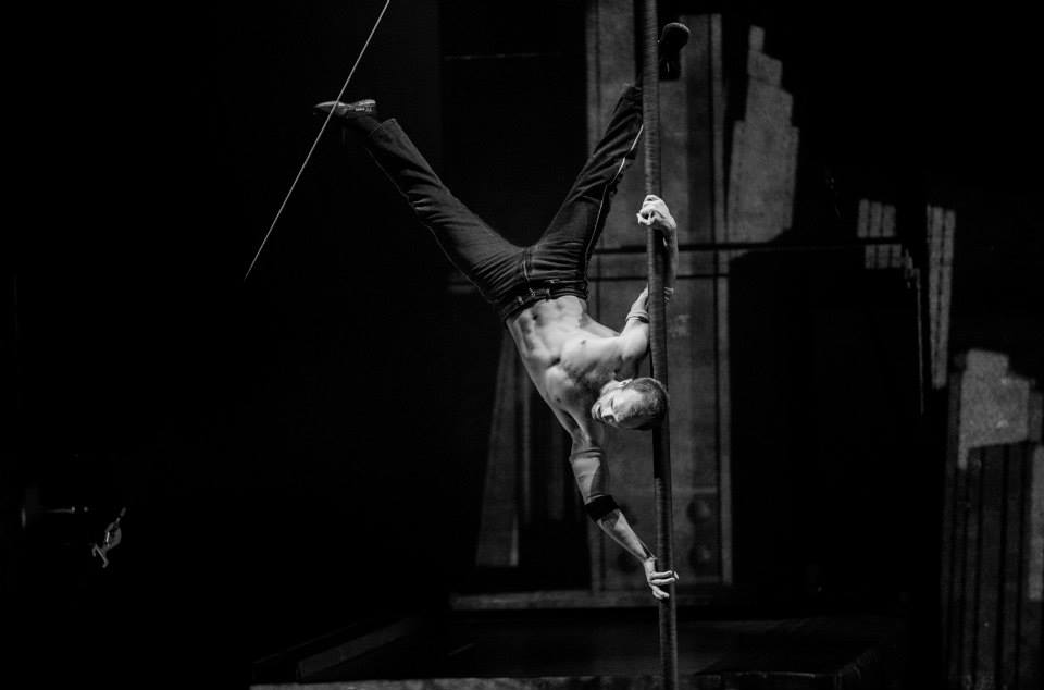 Конор Нил Cirque Eloize - Chinese Pole