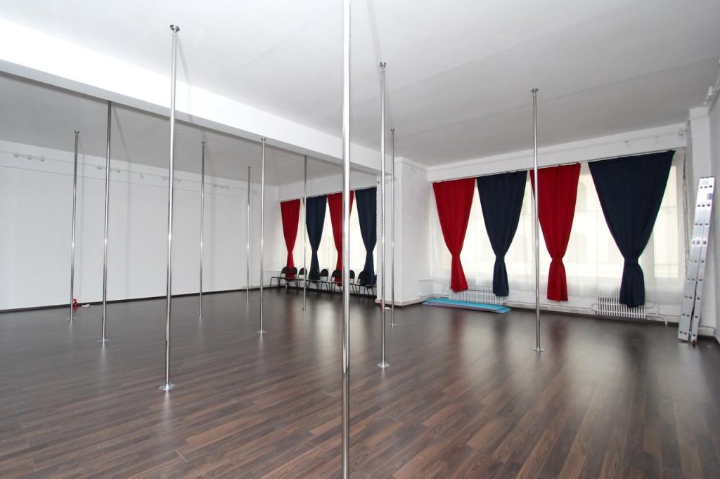Зал на комсомольской школы танцев Елены Марсо