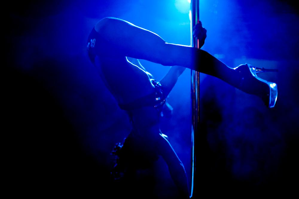 striptizershi-zazhigayut-video